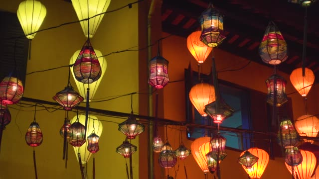 stockvideo's en b-roll-footage met chinese lanterns at hoi an, vietnam. unesco world heritage - oude stad