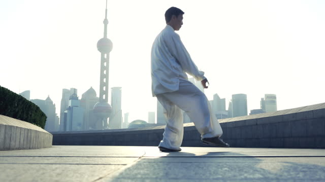 WS LA Chinese man doing Tai Chi on Shanghai Bund in morning