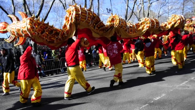 vídeos y material grabado en eventos de stock de chinese new year 2013 celebrating the year of the snake, chinatown new york city, manhattan, new york chinese new year 2013 new york on february 17,... - 2013