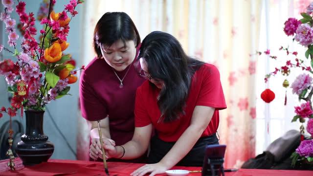 kinesiska nyåret celebration - endast en tonårsflicka bildbanksvideor och videomaterial från bakom kulisserna