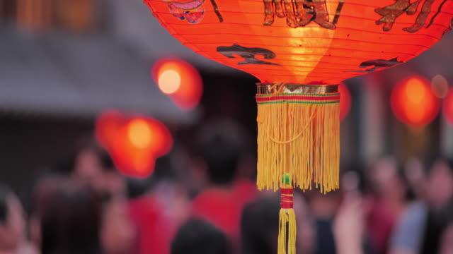 kinesiska nyår lyktor i kina stad. fira kinesiska nyåret.south east & östasien: firar kinesiskt nyår - china east asia bildbanksvideor och videomaterial från bakom kulisserna