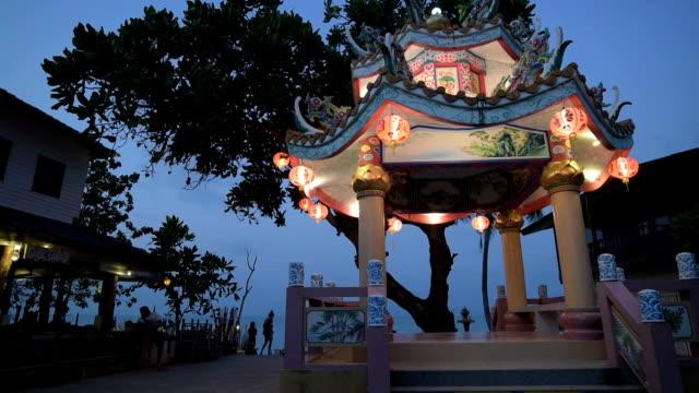chinese pagoda at night - insel ko samui stock-videos und b-roll-filmmaterial