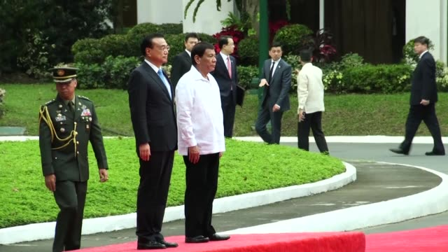 Chinese Premier Li Keqiang arrives at the Malacanang Palace for an official visit