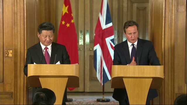 chinese president signs nuclear power plant deal during state visit downing street number 10 various of cameron and xi jinping to podiums for press... - talarstol bildbanksvideor och videomaterial från bakom kulisserna