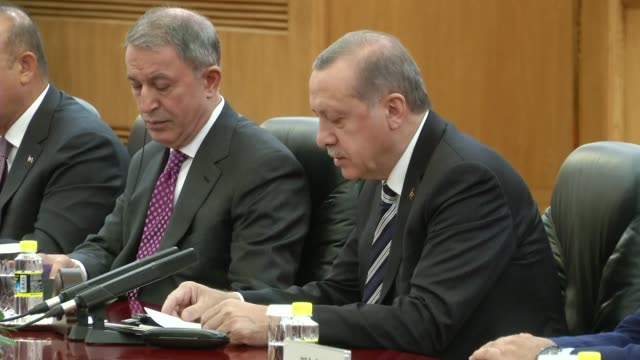 chinese president xi jinping and turkish president recep tayyip erdogan are seen during a meeting ahead of the belt and road forum in beijing china... - ベルト点の映像素材/bロール
