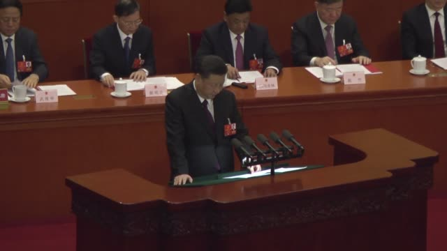 vídeos de stock, filmes e b-roll de chinese president xi jinping delivers a speech during the closing session of the national people's congress at the great hall of the people on march... - 2018