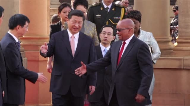 chinese president xi jinping met his south african counterpart jacob zuma on tuesday in a state visit ahead of a brics summit of emerging powers... - g8:s toppmöte bildbanksvideor och videomaterial från bakom kulisserna