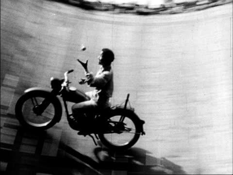 vídeos de stock e filmes b-roll de chinese produced cultural survey of 1962 china - malabarismo atividade desportiva