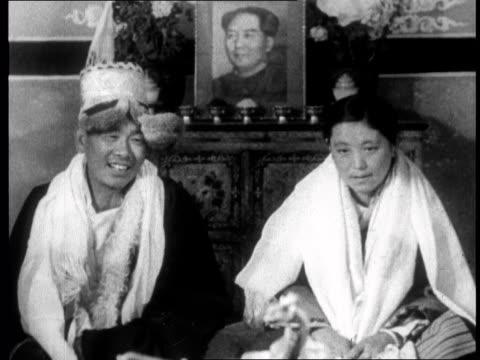 vídeos y material grabado en eventos de stock de chinese propaganda film on tibet made one year after the dalai lama fled to india in 1959 - mao tse tung