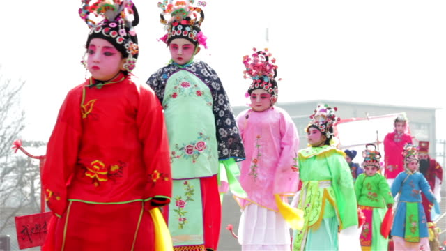ls chinese small actors make-up and traditional dress performing in shehuo( festival entertainment)/xi'an, shaanxi, china. - ornamento del capo video stock e b–roll