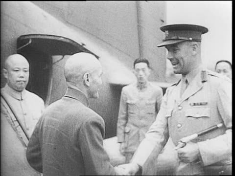 stockvideo's en b-roll-footage met chinese soldier holding a flag / chinese soldiers at attention / indian and chinese soldiers running across a large field / soldier running /... - chiang kai shek