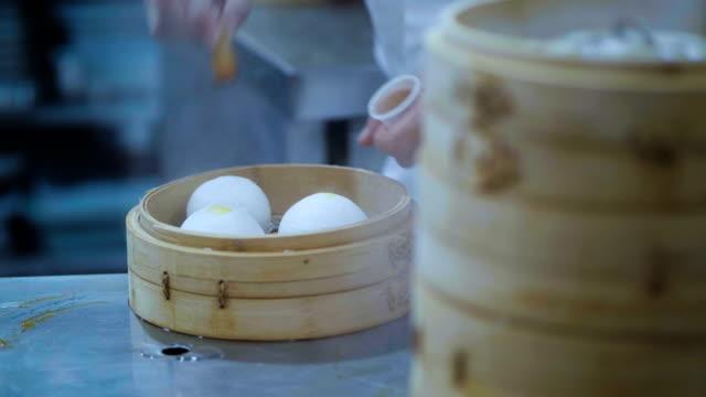 中華の蒸しスープ餃子は本物 - 台北市点の映像素材/bロール