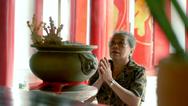chinese temples : asking god for help - religious symbol stock videos & royalty-free footage