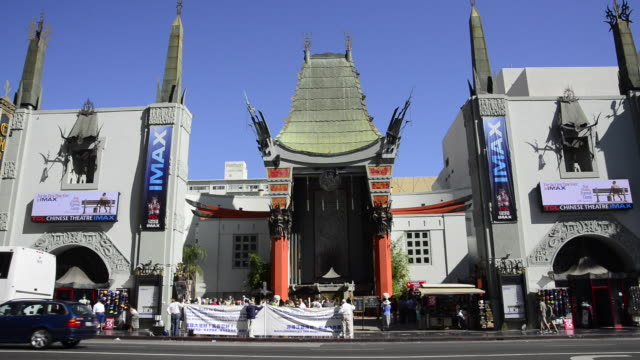 vidéos et rushes de tcl chinese theatre - hollywood boulevard