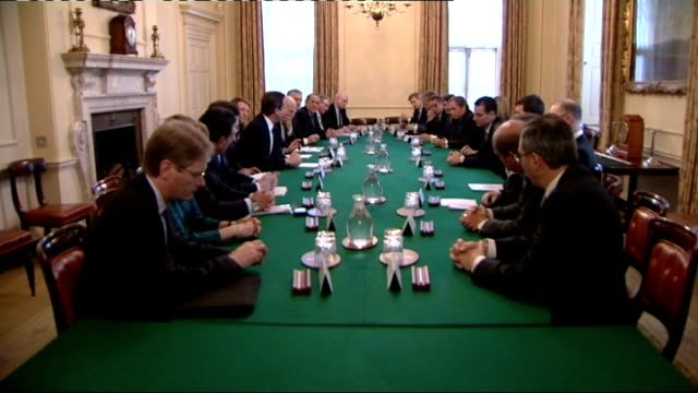 stockvideo's en b-roll-footage met chinese trade delegation in london england london downing street int various views of cabinet meeting underway at number 10 david cameron posing for... - prime minister