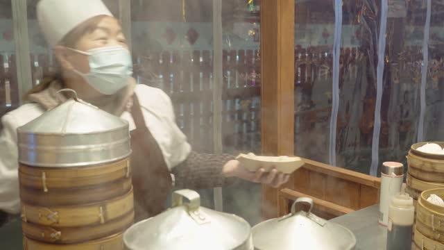 chinese traditional food - steamed bun - ダンプリング点の映像素材/bロール