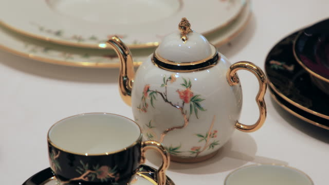 vídeos de stock, filmes e b-roll de chinese traditional porcelain tableware, xiamen, fujian province, china - chinese culture