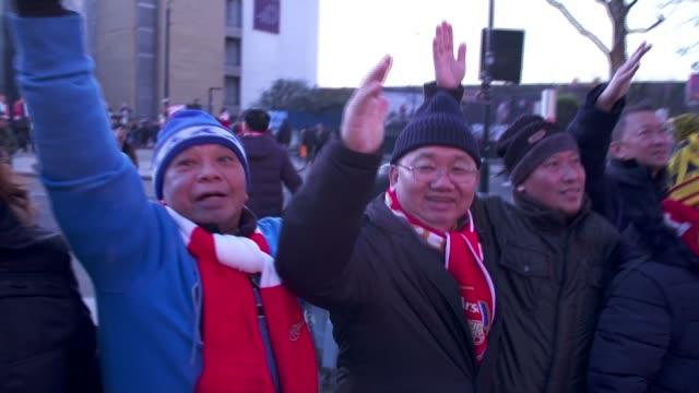 vidéos et rushes de chinese tv pulls arsenal match following mesut ozil's comments on china's treatment of uighur muslims england london emirates stadium pan line of... - niveau d'épreuve sportive