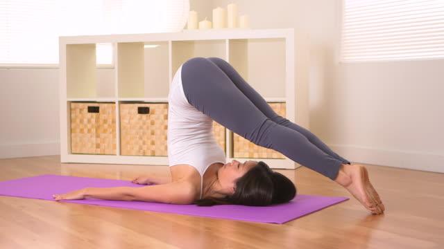 vídeos y material grabado en eventos de stock de chinese woman doing yoga: plow - centro de yoga