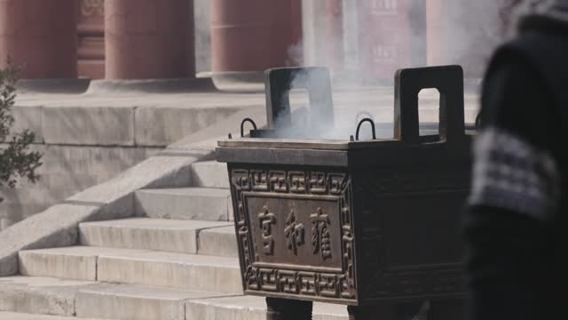 chinese worshipper prays at yonghegong lama temple on march 16, 2021 in beijing, china. yonghegong lama temple, the biggest tibetan buddhist temple... - worshipper stock videos & royalty-free footage