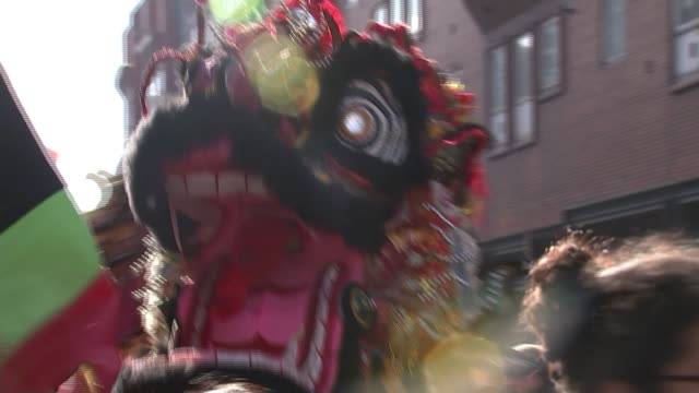 vídeos de stock, filmes e b-roll de chinese 'year of the dog' new year parade in central london england london ext various of chinese dragon puppet and dancers along during chinese new... - símbolo conceitual