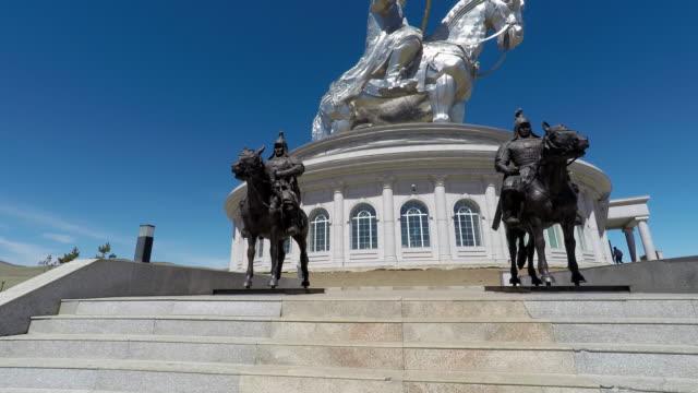 vídeos de stock e filmes b-roll de chinggis khan statue complex, mongolia - ulan bator