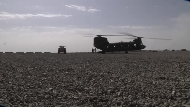 chinook crews loading and unloading cargo passengers and supervising aircraft refueling across regional commandeast afghanistan crews are responsible... - kampfhubschrauber stock-videos und b-roll-filmmaterial