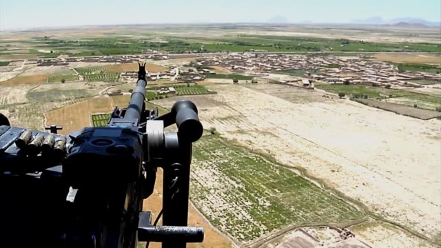 stockvideo's en b-roll-footage met chinook helicopters door gunner provide essential air support for operations in afghanistan - kandahar afghanistan