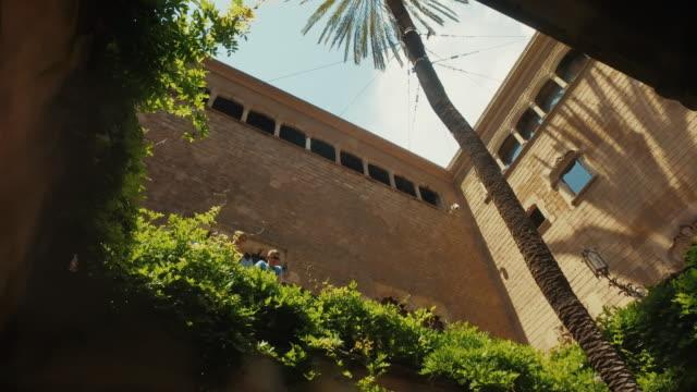 バルセロナのバリオ gotico のキオストロ - ゴシック地区点の映像素材/bロール