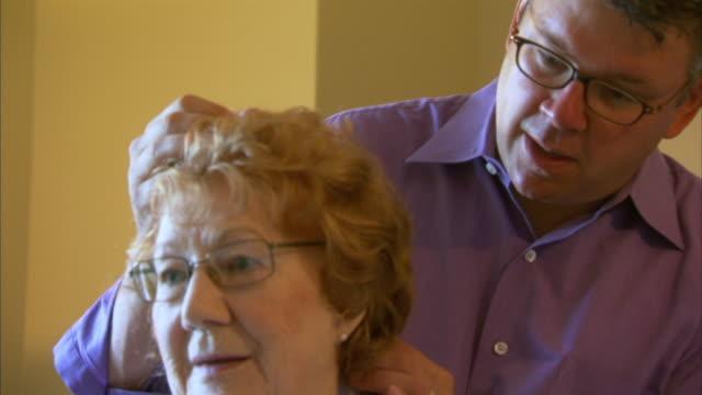 vídeos y material grabado en eventos de stock de cu chiropractor examining patient, head of st. margaret's bay, nova scotia, canada - cuello humano