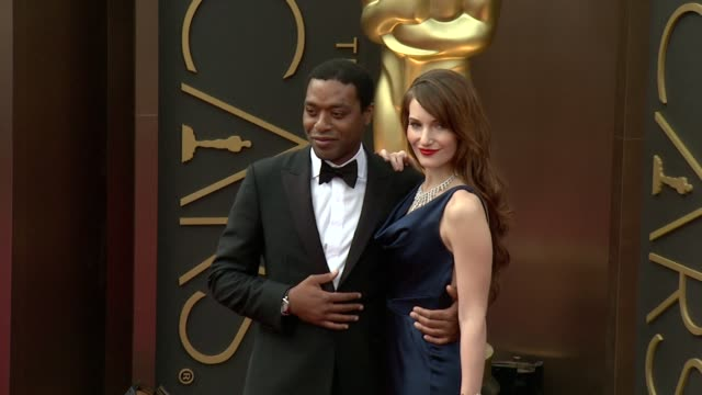 chiwetel ejiofor and sari mercer - 86th annual academy awards - arrivals at hollywood & highland center on march 02, 2014 in hollywood, california. - hollywood and highland center stock videos & royalty-free footage