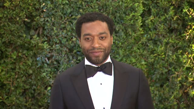 vídeos de stock, filmes e b-roll de chiwetel ejiofor at academy of motion picture arts and sciences' governors awards in hollywood, ca, on . - academy of motion picture arts and sciences