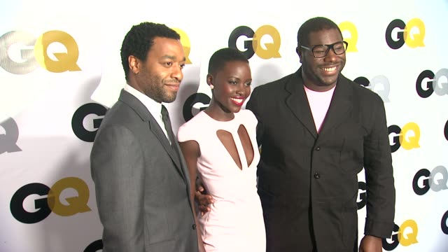 chiwetel ejiofor lupita nyong'o and steve mcqueen at gq men of the year party in los angeles ca on 11/12/13 - lupita nyong'o stock videos and b-roll footage