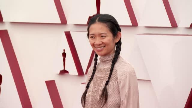 vídeos de stock e filmes b-roll de chloé zhao at the 93rd annual academy awards - arrivals on april 25, 2021. - cerimónia dos óscares