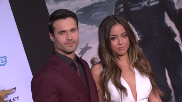 vídeos y material grabado en eventos de stock de chloe bennet and brett dalton at the captain america the winter soldier los angeles premiere at the el capitan theatre on march 13 2014 in hollywood... - cines el capitán