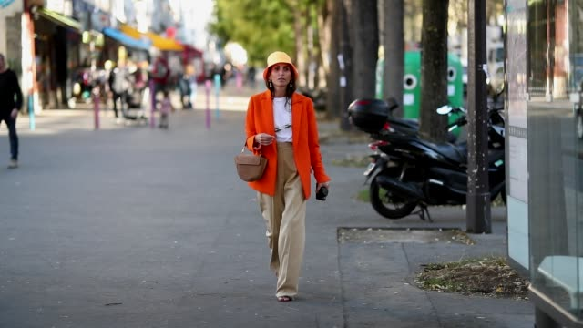 chloe harrouche wearing prada bucket hat and orange blazer is seen outside koche during paris fashion week womenswear spring/summer 2019 on september... - sonnenhut stock-videos und b-roll-filmmaterial