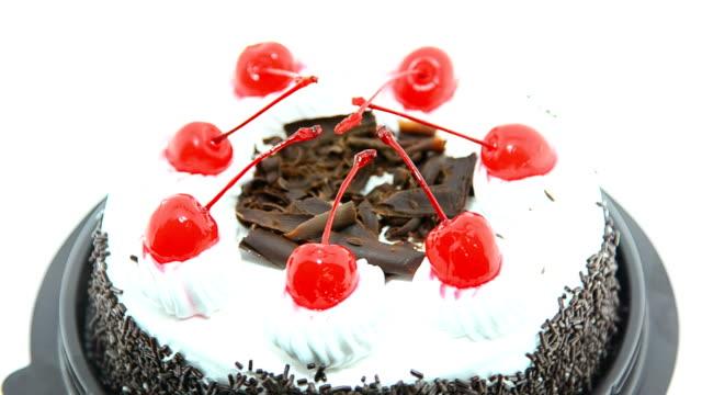 vídeos y material grabado en eventos de stock de pastel de chocolate - glaseado para postres