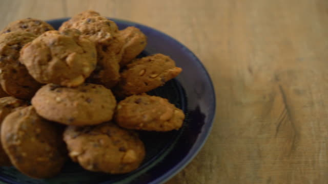 chocolate chips and cashew nut cookies