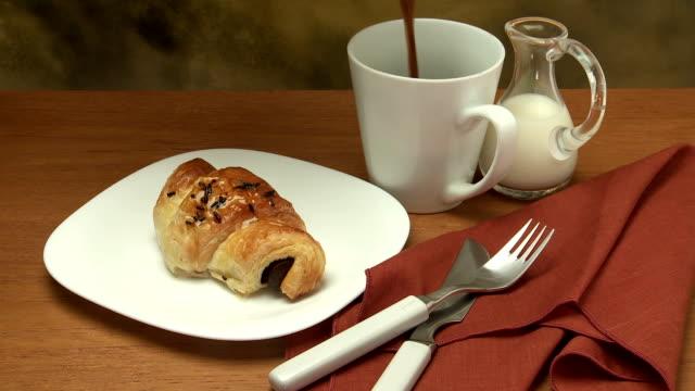 chocolate croissant & coffee pour breakfast - französische kultur stock-videos und b-roll-filmmaterial