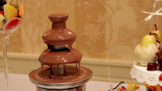 vidéos et rushes de fontaine à chocolat - fondre