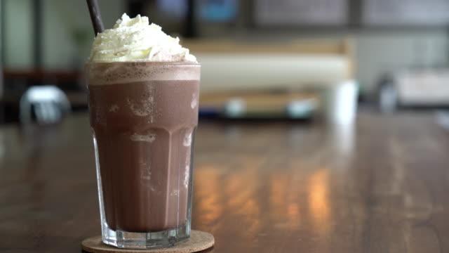 stockvideo's en b-roll-footage met chocolade milkshake - koffie drank