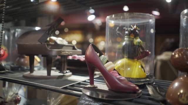 a chocolate shoe in the window of a delicatessen in paris. - macaroon stock videos & royalty-free footage