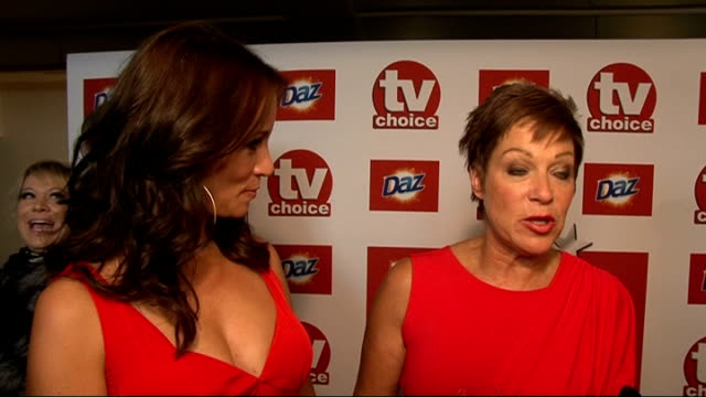 red carpet general views and interviews andrea mclean and denise welch interviewed sot on being nominated for an award / on being mums and working /... - reality fernsehen stock-videos und b-roll-filmmaterial