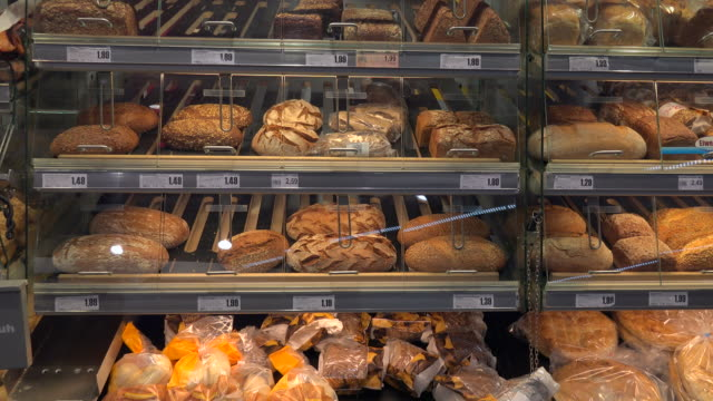 choice of bread in a supermarket - brotsorte stock-videos und b-roll-filmmaterial