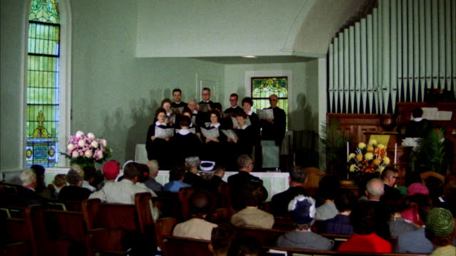 vidéos et rushes de cu zo choir singing in church - choeur