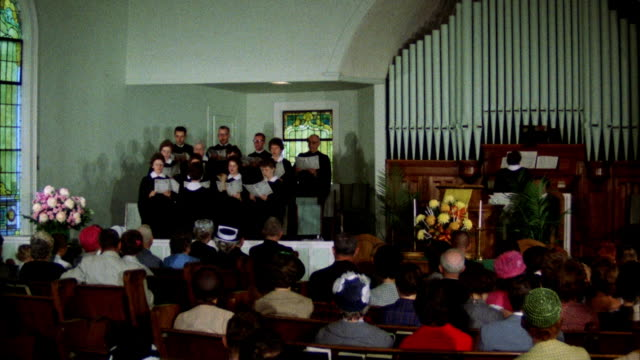ms zi choir singing in church - 賛美歌点の映像素材/bロール