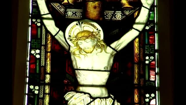 vídeos de stock e filmes b-roll de choirmaster jailed for sexually abusing three boys 17 years ago england hampshire farnborough st peter's church int **music overlaid sot** church... - farnborough hampshire