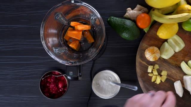raw food. vegetables.gesundes essen. farbenfrohe küche - kochrezept stock-videos und b-roll-filmmaterial