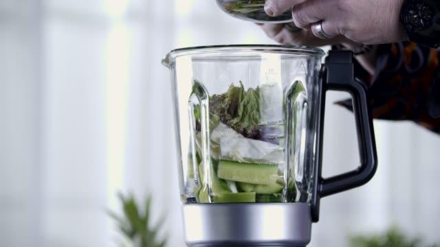 raw food. vegetables.gesundes essen. farbenfrohe küche - anweisungen konzepte stock-videos und b-roll-filmmaterial