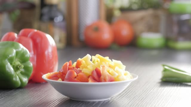 stockvideo's en b-roll-footage met rauw voedsel. hak vegetables.healthy voedsel. kleurrijke keuken - ingrediënt